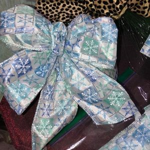 HAND CRAFTED Holiday - 16 BOWS  HAND CRAFTED.  NWOT